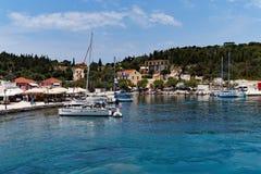 Jachty w Fiskado schronieniu, Cephalonia, Grecja Obrazy Stock
