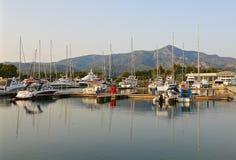 Jachty w marina przy zmierzchem Zdjęcie Stock