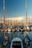 Jachty w porcie morskim przy zmierzchem zdjęcie stock