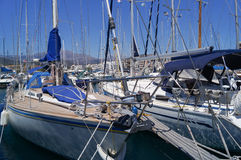 Jachty w portowym Agios Nikolaos Crete Grecja 17th 2014 Lipiec Fotografia Stock
