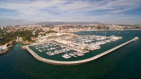 Jachty w schronieniu Cascais, Portugalia Widok z lotu ptaka marina Zdjęcie Stock