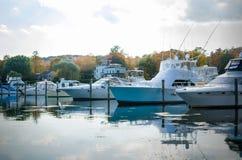Jachty w schronieniu na Chmurnym jesień dniu Obraz Royalty Free