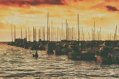 Jachty W zatoce Przy zmierzchem Fotografia Royalty Free