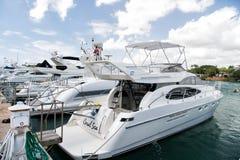 Jachty w zatoce z chmurnym niebem Zdjęcie Royalty Free
