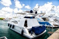 Jachty w zatoce z chmurnym niebem Obraz Royalty Free