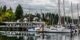 Jachty wewnątrz dokowali w Boatyard Marina przy Stanley parkiem obraz stock