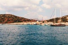 Jachty zakotwiczający w schronieniu Zdjęcie Royalty Free
