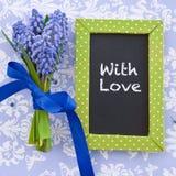 Jacinthes fraîches et un tableau encadré Photo stock