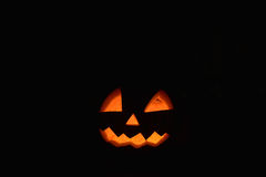 Jack головы тыквы хеллоуина в темноте стоковые фотографии rf