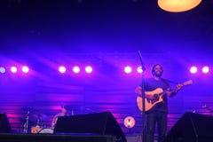 Jack Johnson que se realiza en el festival 2014 de la voltereta Imagen de archivo libre de regalías
