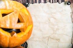 Jack lampion dla Halloween i prześcieradło pape Obrazy Stock