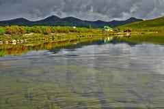 Jack London's湖 夏天,反射 免版税图库摄影