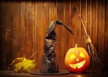 Jack o de pompoengezicht van lantaarnshalloween op houten achtergrond Royalty-vrije Stock Fotografie