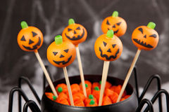 Jack-o-lantern cake pops Stock Photos