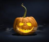 Jack-o-lanterna assustador no fundo escuro imagens de stock