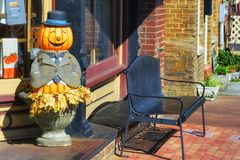 Jack -O-Lantern in front of store front royalty free stock photos