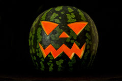Jack& x27; O-Laterne, Halloween-Wassermelone in der Dunkelheit Stockbilder