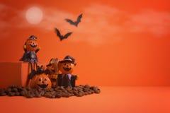 Jack-o-linterna de las calabazas de Halloween en fondo anaranjado Víspera de Todos los Santos feliz Foto de archivo libre de regalías