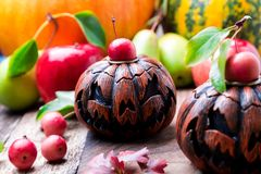 Jack-o-linterna en fondo de madera Concepto del otoño Víspera de Todos los Santos Fotografía de archivo