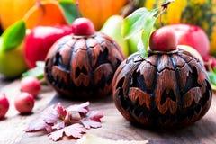Jack-o-linterna en fondo de madera Concepto del otoño Víspera de Todos los Santos Imagen de archivo libre de regalías