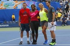 Jack Sock, Serena Williams, Victoria Azarenka och Andy Murray deltog på Arthur Ashe Kids Day 2014 Arkivbilder
