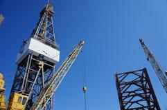 Jack in su industria petrolifera della piattaforma di produzione Fotografie Stock