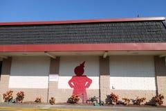 Jack In The匣子餐馆外部与在t绘的红色杰克 库存照片