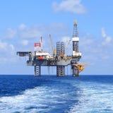 Jack Up Drilling Rig Over costero la plataforma de la producción fotos de archivo libres de regalías