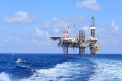 Jack Up Drilling Rig Over en mer la plate-forme de production photos libres de droits