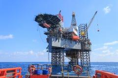 Jack Up Drilling Rig Over en mer la plate-forme de production images libres de droits