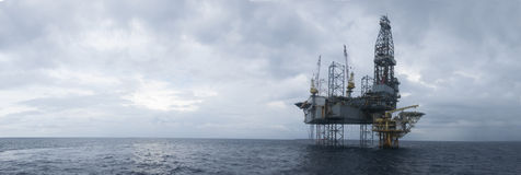 Jack Up Drilling Rig Over offshore la cima di petrolio e di gas