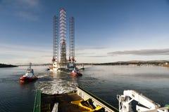 Jack-up installatie Ensco 120 in het ingangskanaal van Dundee, het Verenigd Koninkrijk. Royalty-vrije Stock Afbeelding