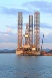 Jack up odwiert naftowy takielunek w stoczni Zdjęcie Royalty Free