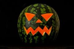 Jack& x27; O Lantaarn, Halloween-watermeloen in dark Stock Afbeeldingen