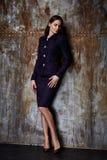 Jacke alla moda del vestito dell'abbigliamento di tendenza di progettazione di usura del modello della donna di bellezza Immagini Stock Libere da Diritti