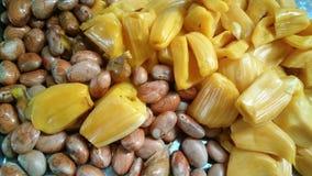 Jackfruits, wenn weg mit seinem Samen abziehen Sie stockbild