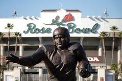 Jackie Robinson Statue på Rose Bowl Stadium i Pasadena, CA royaltyfria foton