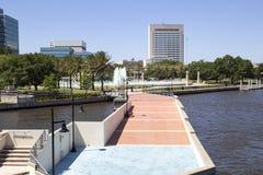 Jackosnville den Florida floden går och springbrunnen Royaltyfria Bilder