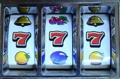 Jackpot na máquina de entalhe Fotos de Stock Royalty Free