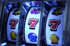 Jackpot na máquina de entalhe Foto de Stock Royalty Free