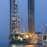 Jacks Erdölbohrungsanlage oben in der Werft Lizenzfreie Stockbilder