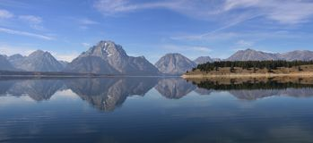 Free Jackson Lake With Reflections Of Tetons Range Stock Photography - 153138862