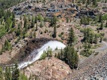 Jackson Meadows Reservoir-Verdammungswasserfreigabe Stockfoto