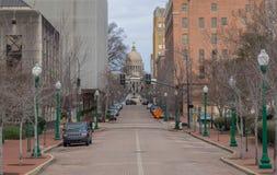 Jackson Mississippi van de binnenstad met de capitolbouw stock foto's