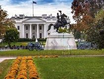 Jackson Statue Lafayette Park White husAutumn Washington DC Arkivfoton