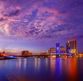 Jacksonville linii horyzontu zmierzchu rzeka w Floryda obraz royalty free