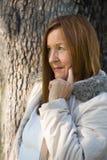 Jackte mûr amical d'hiver de femme extérieur Photographie stock libre de droits