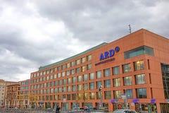 Jacob-Kaiser-Haus (μεγαλύτερο parliamant κτήριο) και ARD Hauptstadtstudio (δημόσιου τομέα επιχείρηση τηλεοπτικής αναμετάδοσης) Στοκ Φωτογραφία