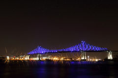 Jacques Cartier Bridge Illumination a Montreal, riflessione in acqua Anniversario di Montreal's 375th Fotografie Stock