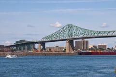 Jacques Cartier Bridge que atraviesa la vía marítima de St Lawrence en Montr Imagen de archivo